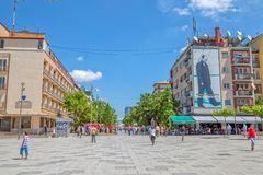 Rue de Mère Teresa dans Pristina photos stock
