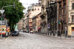 Rue de marche dans la vieille ville Image stock