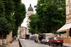 Rue de marche dans la vieille ville Photos stock