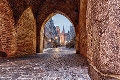 Rue de Mariacka à Danzig, vue de la porte de Mariacka, Pologne photographie stock