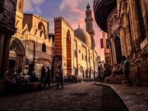 Rue de Muizz en Egypte au lever de soleil photographie stock libre de droits