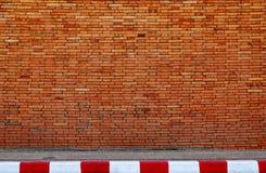Rue de mur et de route Photographie stock libre de droits