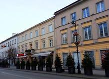 Rue de Nowy Swiat décorée pour Noël pendant le matin Images libres de droits