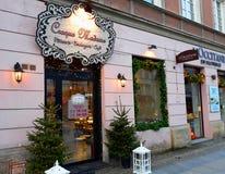 Rue de Nowy Swiat décorée pour Noël pendant le matin Photos stock