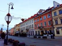 Rue de Nowy Swiat décorée pour Noël pendant le matin Image libre de droits