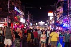 Rue de nuit de Patong à phuket, Thaïlande 2017 Image stock