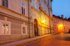 Rue de nuit, Prague Image stock