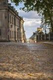 Rue de pavé rond de Sandomierz dans la ville Pologne Photographie stock libre de droits