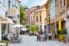 Rue de Plovdiv avec le café et les personnes photographie stock libre de droits