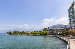 Rue de promenade dans la ville d'Iseo, lac Iseo, Italie Photos libres de droits