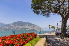 Rue de promenade dans la ville d'Iseo, lac Iseo, Italie Photo stock