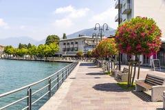 Rue de promenade dans la ville d'Iseo, lac Iseo, Italie Images stock