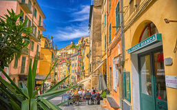 Rue de Riomaggiore avec l'architecture en Cinque Terre Italy Photo libre de droits