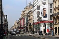 Rue de Rivoli i Paris, Frankrike royaltyfria foton