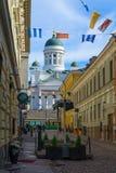 Rue de Sofiankatu, tram, place de sénat, cathédrale luthérienne, dans H image stock