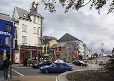 Rue de soirée au centre de Galway Images stock