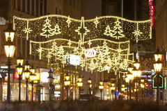 Rue de Vaci au christmastime à Budapest Photographie stock