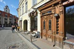 Rue de vieille ville de Vilnius Photographie stock libre de droits