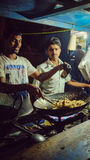 Rue de ville de Bangalore, faisant cuire le riz image libre de droits