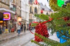 Rue de ville en quelques jours de Noël Photo stock