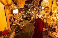 Rue des lampes fabriquées à la main à Fez, Maroc photographie stock libre de droits