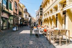 Rue du centre de marche de Lipscani de personnes, une des rues les plus occupées de Bucarest centrale Images libres de droits