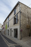 Rue du Huit Mai 1945 i Helgon-Rémy-de-Provence, Frankrike Royaltyfria Foton