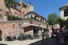 Rue du Jeu De Paume dans le Comté de Roussillon, France Photographie stock libre de droits