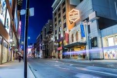 Rue Elgin de Yonge et théâtres de jardin d'hiver Photo libre de droits