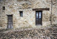 Rue en pierre de façade et de pavé Photo stock