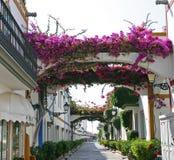 Rue en Puerto de Mogan Images libres de droits