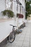 Rue en ville images stock