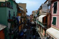 Rue et bâtiments dans la ville de Manarola Photos libres de droits