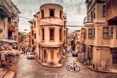 Rue et maisons traditionnelles au secteur de balat photos libres de droits
