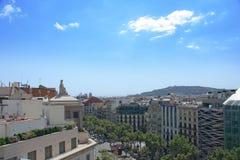 Rue et Monjuic de Barcelone Photos libres de droits