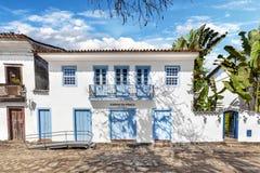 Rue et vieilles maisons coloniales portugaises dans le centre ville historique je image libre de droits