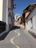 Rue fraîche dans Cascais Image libre de droits