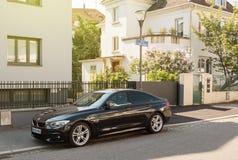 Rue Gotfried lyxiga BMW parkerade Arkivbild
