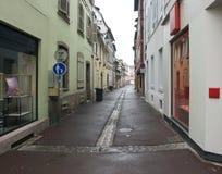 Rue humide à Colmar Photo stock