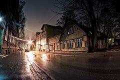 Rue humide par nuit Image libre de droits
