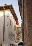 Rue italienne traditionnelle de village Photos stock