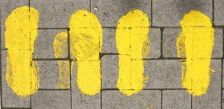 Rue jaune Mark Footprints photographie stock