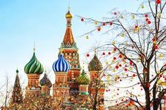 Rue La cathédrale du basilic à Moscou photos libres de droits