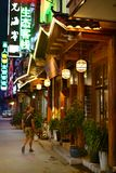 Rue la nuit à Zhangjiajie, Hunan, Chine Photos libres de droits