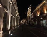 Rue la nuit Photographie stock libre de droits