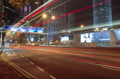 Rue la nuit sur le central, Hong Kong Photo stock