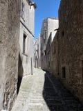 Rue médiévale dans Erice photo libre de droits