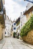 Rue médiévale dans la vieille ville de Sitges, Espagne Images libres de droits