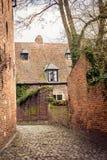 Rue médiévale européenne, Louvain Image stock