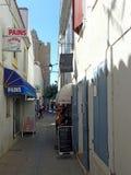 Rue Marcel Cerdan, Saintes-Maries-de-la-Mer, France photo libre de droits